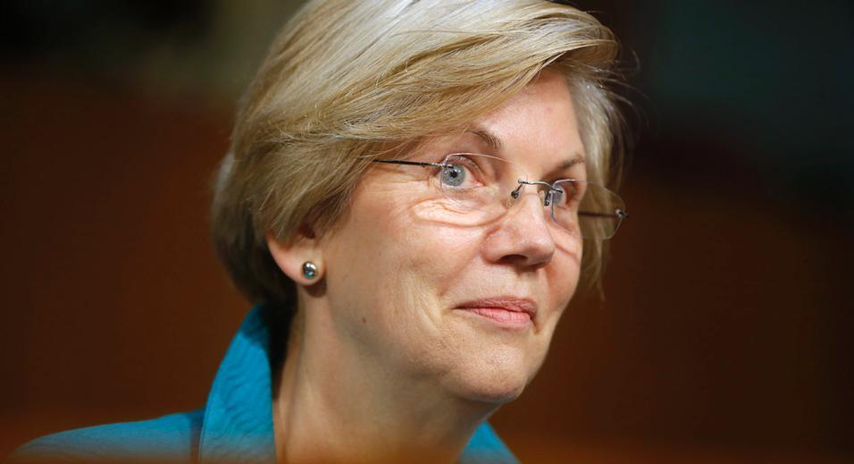 """Elizabeth Warren insiste en que no tiene ningún interés en postularse para presidente en 2016, pero los liberales ricos con quien habló el jueves por la tarde parecía dispuesto a tomar """"no"""" por respuesta. La  senadora de Massachusetts obtuvo bienvenida a estrellas de rock 'durante un discurso a puerta cerrada a los principales donantes, uno de los cuales la interrumpió gritando """"Run, Liz, ¡Corre!"""""""