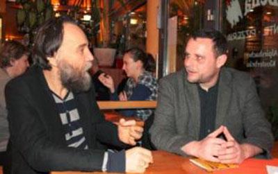 Un periodista honesto es una cosa cada vez más rara. No hay ninguno que sea más honesto que el alemán Manuel Ochsenreiter. Aquí mostramos su punto de vista de primera mano y verdaderamente independiente sobre lo que ocurre en Crimea, Ucrania y mucho más.