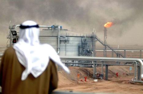 Al alentar los precios del petróleo a caer, Arabia Saudita está tomando un riesgo calculado en su relación ya tensa con los EE.UU., con la esperanza de que el daño potencial a la industria petrolera de Estados Unidos se verá compensado por los premios geopolíticos y económicos que se ofrecen a Washington.