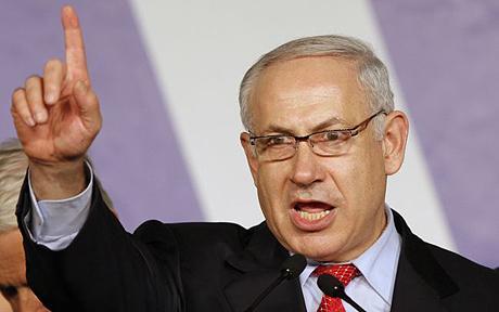 """En un duro ataque contra el actual primer ministro de Israel, Benjamin Netanyahu, Gillon lo acusó de ser """"un ególatra"""" heading """" en unión de un montón de pirómanos"""" en el gobierno, que están liderando el estado de Israel """"para su destrucción final"""". Más tarde, el ex presidente de Israel, Shimon Peres, también habló en contra de la propuesta de ley, que ha calificado como """"un intento de socavar la Declaración de Independencia [de Israel] por intereses políticos""""."""