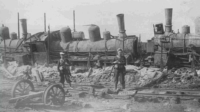Locomotoras destruidas por los bolcheviques en Arcángel druante la guerra civil rusa