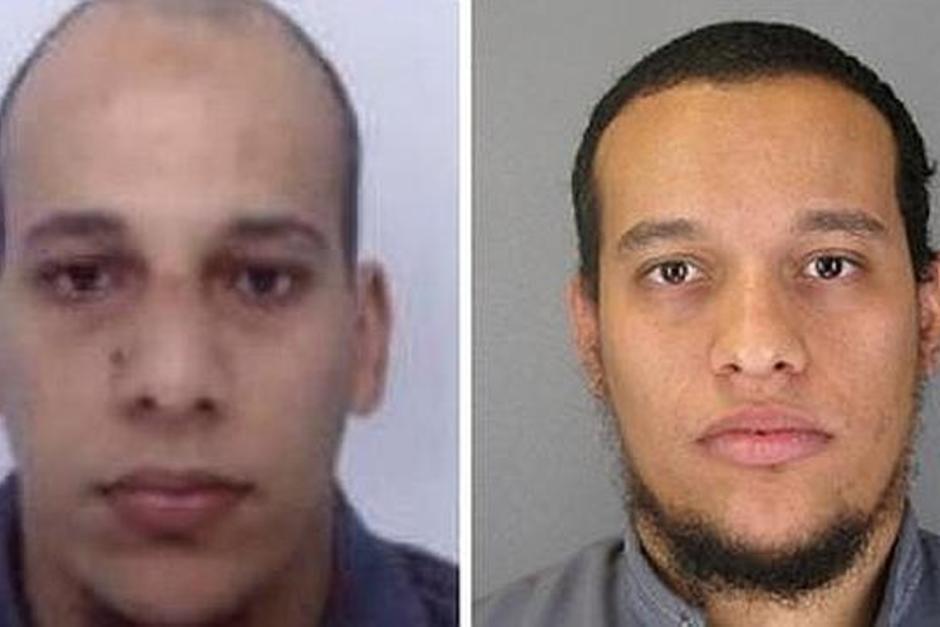 """Dos hermanos, sospechosos de ser los responsables del ataque terrorista al semanario """"Charlie Hebdo"""", son seguidos por la policía francesa."""