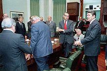 Un agente del Mossad admite que, en 1984, el Mossad plantó un transmisor de radio en el complejo de Gaddafi que en Trípoli, Libia que transmitió trasmissions terroristas falsos registrados por el Mossad, con el fin de enmarcar Gaddaffi como partidario del terrorismo. Ronald Reagan bombardeó Libia inmediatamente después.