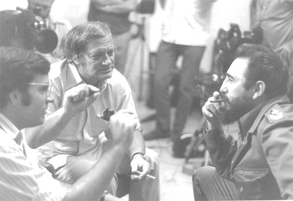 De izquierda a derecha - Kirby Jones, Frank Mankiewicz, Fidel Castro. Foto cortesía de Frank Mankiewicz.