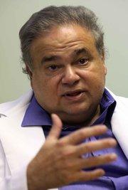 Foto Dr. Salomon Melgen, un donante político prominente de la Florida y un amigo de toda la vida del senador Menéndez de. Crédito Hector Gabino / The Miami Herald, a través de Associated Press