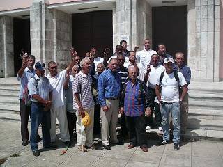 Los recientemente excarcelados del grupo de los 75, Arnaldo Ramos Lauserique, Angel Dias Fleitas, Angel Moya Acosta, y Diosdado Marrero, junto a integrantes ...