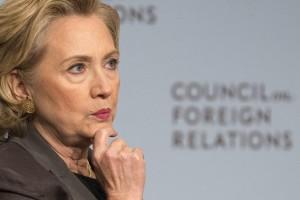 """Códigoabierto360: Referente a su voto en favor de la guerra contra Irak en el 2002 expreso: """"He dicho muy claro que cometí un error, así de simple. Y yo he escrito sobre ello en mi libro y he hablado de ello en el pasado """", dijo Clinton a periodistas en un evento en Cedar Falls, Iowa, agregando que"""" lo que ahora vemos es una situación muy diferente y muy peligrosa"""". Se necesita valentía política para cambiar una posición errónea y aceptar la culpa y Hillary lo ha hecho. En teoría es por eso que votamos, reclamamos y esperamos de los políticos."""