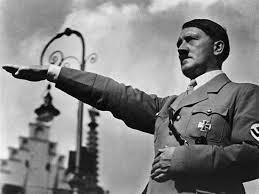 A mediados de noviembre de 1932, 17 de los más poderosos banqueros e industriales alemanes dirigieron al presidente Hindenburg una carta exigiéndole que nombrara canciller a Hitler. La última reunión de trabajo de los financieros alemanes previa a la elección tuvo lugar el 4 de enero de 1933 en Colonia, en la residencia del banquero Kurt von Schroder. El partido nazi llegó al poder inmediatamente después. Las relaciones financieras y económicas de Alemania con los anglosajones se hicieron entonces aún más estrechas. Hitler anunció inmediatamente su negativa a pagar las reparaciones de guerra. Puso en duda que Inglaterra y Francia pudiesen pagar sus propias deudas, acumuladas durante la Primera Guerra Mundial, a Estados Unidos. Se reunió con el presidente Franklin Roosevelt y con los grandes banqueros estadounidenses para pedir una línea de crédito por 1 000 millones de dólares.