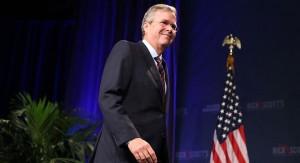 """CCodigoabierto360: Todo apunta hasta este momento, en tiempo real, que finalmente la Batalla Política por la presidencia de los EE.UU. entre el Asno (Partido Demócrata) vs El Burro (Partido Republícanos) los candidatos finales seran Hillary Clinton — de centro izquierda— por los Demócratas vs Jeb Bush — a la derechas del diapasón político— por los Republicanos. La ganadora de la contienda presidencial finalmente sera: Hillary Clinton (así lo anunciamos en un microanálisis publicado en lanuevareplica.com/enero2016 titulado """"La Batalla Política por la presidencia de los EE.UU. 2016"""" y además lo hemos venido anunciando en el Programa Radial del Profesor Morales desde mediados del 2015 a través de la emisora radial 1020AM Actualidad Radio). Por demás podemos afirmar y garantizar  que nuestros Estimados de Inteligencia Política Estratégica de Campo (electorales) son altamente solicitados por cuanto gozan de más de un ochenta y cinco por ciento (85%) de certeza.   Foto: Cortesía de Getty"""