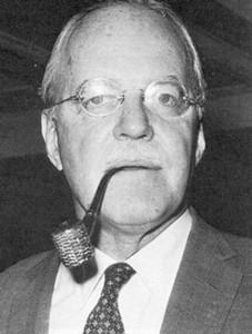 el oficial retirado de la CIA Miles Copeland afirmó que una «CIA dentro de la CIA» había inspirado aquel golpe bajo de 1980 porque había «llegado a la conclusión de que Carter tenía que salir de la presidencia por el bien del país», según los términos del propio Copeland [56]. Copeland declaró abiertamente a Robert Parry que él mismo compartía la opinión de que Jimmy Carter «representaba un gran peligro para la nación».