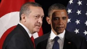 """Durante los últimos dos días, el gobierno de Turquía ha ejecutado un fuerte cambio en su política exterior, alineándose más estrechamente con la estrategia militar de Washington en la región para convertirse efectivamente en una parte activa de la """"coalición"""" dirigida por Estados Unidos para hacer la guerra en Irak y Siria. Foto: Los presidentes de Turquía y EE.UU., Recep Tayyip Erdogan (izda)"""