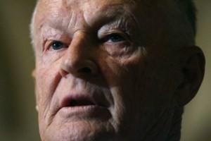 """Zbigniew Brzezinski """"El Estado-nación como unidad fundamental de la vida organizada del hombre ha dejado de ser la principal fuerza creativa: Los bancos internacionales y las corporaciones multinacionales están actuando y la planificando el futuro en términos que son mucho más avanzados que los conceptos políticos de la nación-estado"""" – Zbigniew Brzezinski, 1969."""