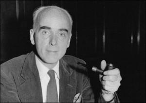 Cedric Belfrage, hijo de un médico rico, nació en Londres el 08 de noviembre de 1904. Fue enviado a la Universidad de Cambridge. En 1924 comenzó a escribir críticas de cine para el semanal Kinematograph en 1924. Tres años más tarde se trasladó a Hollywood y trabajó como crítico de cine del New York Sun. También trabajó como agente de prensa de Sam Goldwyn. Belfrage convirtió en un socialista después de convertirse en amigos con el novelista, Upton Sinclair. En 1936 se convirtió en un miembro activo de la Liga Anti-Nazi Hollywood (Hanl)y  en  1937 Belfrage se unió al Partido Comunista de Estados Unidos, pero retiró su membresía unos meses más tarde.