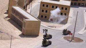 En una maqueta a tamaño real de una ciudad construida por EE.UU. en un desierto jordano, las fuerzas estadounidenses realizan un entrenamiento de combate de grupos de rebeldes sirios, según publica el periódico 'Corriere della Sera'.