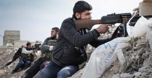 """El año pasado el grupo """"asestó un golpe más serio al programa de la CIA, al atacar y desmantelar al Movimiento Harakat Hazm (Movimiento de la Firmeza) —una alianza de grupos rebeldes sirios opuestos al gobierno de Bashar al-Asad— y aprovecharse de la ocupación de algunos de sus, misiles antitanques sofisticados suministradas por Estados Unidos""""."""