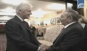 El Presidente de los Consejos de Estado y de Ministros, General de Ejército Raúl Castro Ruz, sostuvo un cordial encuentro con el ex presidente estadounidense William Clinton, como parte de las actividades que realiza en New York.Foto capturada de la TV