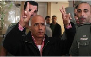 Mordejái Vanunu, el antiguo técnico nuclear que reveló la existencia del arsenal atómico israelí, al entrevistarse con el canal 2 israelí. Vanunu ha sido arrestado en la mañana de este jueves y ha sido trasladado a un centro de detención luego de que las autoridades israelíes comenzaron una investigación por haber mantenido una entrevista con el canal 2 israelí.