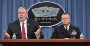 """La siguiente sorpresa vino esa mañana, cuando Rusia le dijo efectivamente a los EE.UU. que tenían una hora para salir de Siria: """"Un funcionario ruso en Bagdad esta mañana, informó al personal de la Embajada de Estados Unidos que los aviones militares de Rusia comenzarán misiones aéreas anti-ISIL hoy sobre Siria."""" Foto: El subsecretario de Defensa, Bob Word  y el Jefe Adjunto del Estado Mayor Conjunto, el almirante James Winnefeld Jr."""