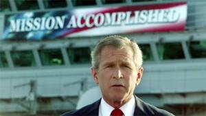 """A medida que la guerra en Irak se deterioraba, analista de inteligencia estadounidense salieron de la bolsa, en 2005, y criticaron a la administración del presidente George W. Bush por impulsar planes de """"amateur y poco realistas"""" para la invasión dos años antes."""