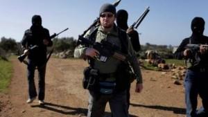 """Comandos del SAS, la unidad de operaciones especiales más famosa del Reino Unido, combaten con uniformes negros y ondeando banderas del Estado Islámico a los yihadistas y a las fuerzas del presidente Al-Asad. La """"Operación Shader"""" desvelada por la prensa británica ha abierto numerosos interrogantes."""