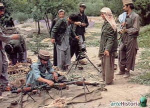 el petróleo tuvo un gran papel que desempeñar en la decisión del Kremlin de atacar. En 1979, mientras los tanques rusos entraban en Kabul, el petróleo se aproximaba a los $110 por barril y la revolución islámica en Irán debilitó el control de Occidente sobre la dinámica de la oferta y la demanda.