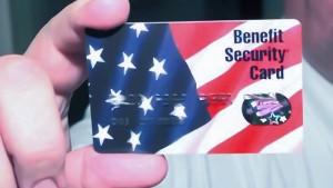 La tarjeta que en manos de una jubilada cubana podría llevar a la quiebra el sistema de asistencia social de los EEUU