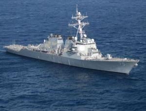 """En abril de 2014, el destructor norteamericano USS Donald Cook fue desactivado completamente durante una patrulla en el Mar Negro por un simple bombardero ruso desarmado. Un avión ruso Su-24 envió una señal electrónica al barco """"desactivando todos los radares, los circuitos de control, los sistemas, la transmisión de información, etc. a bordo del destructor estadounidense. En otras palabras, el todo poderoso sistema Aegis de la OTAN, que está a punto de ser instalado como sistema de defensa en la mayoría de los buques modernos de la OTAN fue anulado por un simple avión"""", según informa Red Voltaire.  Foto: En abril de 2014, el destructor norteamericano USS Donald Cook fue desactivado completamente durante una patrulla en el Mar Negro por un simple bombardero ruso desarmado. USS Donald Cook"""