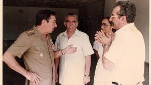 Raúl Castro, Gabriel García Márquez al centro, Vilma Espín y Norberto Fuentes.  Colección de Norberto Fuentes