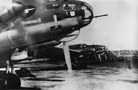 En 1942 bajo el gobierno de Fulgencio Batista, que había sido electo en 1940, como parte del aporte cubano a la causa de los aliados en la II Guerra Mundial se concedieron a Estados Unidos facilidades para la construcción de bases aéreas en San Julián, provincia de Pinar del Río, a unos 200 kilómetros de La Habana y San Antonio de los Baños en las inmediaciones de la capital cubana.
