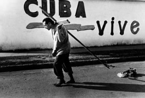 El cuadro de realpolitik que atravesaba La Habana, era la de un severo y ascendente empeoramiento de las condiciones de vida de las grandes masas (Periodo Especial) con la consiguiente descomposición en parte del tejido social , sobre todo de la nueva generación, principalmente en la menos comprometido con el proceso marxista cubano.