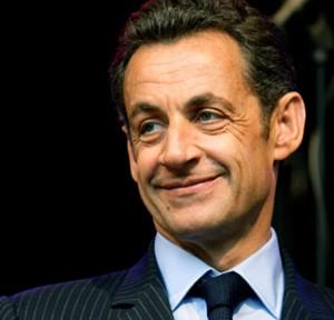 """www.codigoabierto360.com En febrero del 2011, nuestro tabloide digital publicó, en exclusiva, un Análisis de Inteligencia de fuente abierta (OSINT), acerca de que Muamar el Kadafi había sellado su suerte al nacionalizar el petróleo libio para empresas francesas e inglesas, no así para las norteamericanas. Por lo tanto solo era cuestión de tiempo que el presidente francés Nicolás Sarkozy ordenara a la Dirección General de Seguridad Exterior (DGSE) de Francia organizar y financiar una rebelión o """"Primavera Árabe"""" en contra  del autoproclamado """"Líder y Guía de la Revolución"""", por orden expresa del presidente Nicolás Sarkozy. La participación de la Administración de los EE.UU. consistió en apoyar la resolución 1970 del Consejo de Seguridad de la ONU para la participación de fuerza de varios países en el conflicto y dar la orden ejecutiva a sus Servicios Especiales (CIA) para reclutar, armar y organizar  a fuerza terroristas de al Qaeda y Al Nusra para que combatieran al gobierno libio y sus militares con el compromiso de entregarles los arsenales de armas de la Gran República Árabe Libia Popular y Socialista para que iniciaran su la lucha contra la República Árabe Siria. Ello favorecía su Proyecto de """"Medio Oriente Ampliado"""" . Hoy documentos secretos desclasificados así lo confirman"""