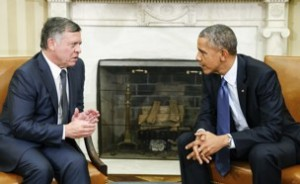 """Obama se reúne con el rey de Jordania, Abdullah II, en la Casa Blanca en febrero de 2015. (Kevin Lamarque / Reuters)at the White House in Washington February 3, 2015. Islamic State militants released a video on Tuesday appearing to show a captured Jordanian pilot being burnt alive in a cage, a killing that shocked the world and prompted Jordan to promise an """"earth-shaking"""" response. REUTERS/Kevin Lamarque  (UNITED STATES - Tags: POLITICS CIVIL UNREST) - RTR4O4M7"""