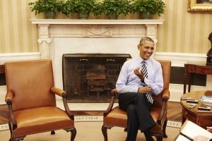 Obama en la Oficina Oval, donde, hace dos años y medio, sorprendió a los asistentes de seguridad nacional llamando fuera de los ataques aéreos contra Siria (Ruven Afanador)
