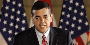 """David Rivera, c/p """"El Hombre de Teflón"""", """"resucita, se levanta y anda"""" después de su aparente muerte política gracias a… El Partido Republicano. Ahora es el favorito para la Cámara de Representante Estatal por el Dist. No. 118 por ese partido. (AP Photo/Alan Diaz, File)"""