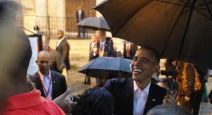 En La Habana, el presidente Obama estrecha la mano de cubanos de a pie. | Getty