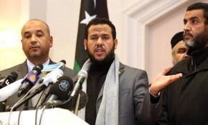 Abdul Hakim Belhaj, centro, habla durante una conferencia de prensa en Trípoli en 2012. Fotografía: Mahmud Turkia / AFP / Getty Images