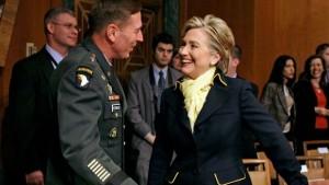 Hillary Clinton se reunirá con un grupo bipartidista de ex funcionarios de seguridad nacional el viernes, un grupo que incluye derrocó al ex director de la CIA David Petraeus y el ex jefe de George W. Bush de Seguridad Nacional Michael Chertoff.
