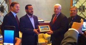 De izquierda a derecha - CT senador Richard Bumenthal, ISIS comandante Abdelhakim Belhadj, AZ senador John McCain, el senador Lindsey Graham, Carolina del Sur