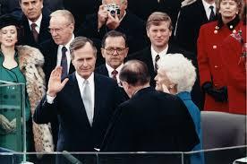 """""""Lo que está en juego es algo más que un pequeño país, es una gran idea: un Nuevo Orden Mundial - donde diversas naciones se unen por una causa común para lograr las aspiraciones universales de la humanidad: paz y seguridad, libertad y el gobierno por la ley. Somos la Nación que Puede Moldear el Futuro…"""" del texto del discurso del Estado de la Unión por el Presidente Bush en Febrero de 1991]"""