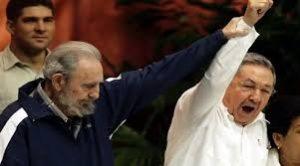 """CODIGOABIERTO360.COM. """"La guerra y la política son asuntos demasiado importantes para ser dejados a los generales"""". Sin embargo, el 1 de agosto del 2006, Raúl Castro, primer vicepresidente del Consejo de Estado —por el art. 94 de la Constitución cubana— sucedió a su hermano Fidel. ¿En quién otro habría de confiar? Es innegable que la isla desde hacía ya algún tiempo venía sorteando dos complicados obstáculos, sucesión y economía: la primera relacionada con la legitimidad de la representación política, el segundo, punto aparte, por el deficiente sistema económico cubano. Sin embargo, es justo reconocer que Raúl Castro, más un reformista y pragmático que político con la voluntad de hacerlo ha logrado mantener estabilidad política, controlar los diferentes grupos de poder y sostener un plan de """"actualización"""" del modelo económico —aprobado por el VI Congreso del PCC en abril de 2011— cuyo objetivo fue proponer una nueva relación entre la actividad pública y privada. Pero dos de las principales dificultades, que confronta es que el tiempo conspira en su contra — pues los encargados de rectificar deben ser los mismos que hicieron la revolución, los """"históricos"""", por su alto nivel de autoridad— y el cómo poder rehabilitar el tejido social humano del cubano de """"a pie"""" para conducirlo nuevamente al concepto de ciudadano, después de decenas de años degradándolos a través de una obediencia política piramidal absoluta."""